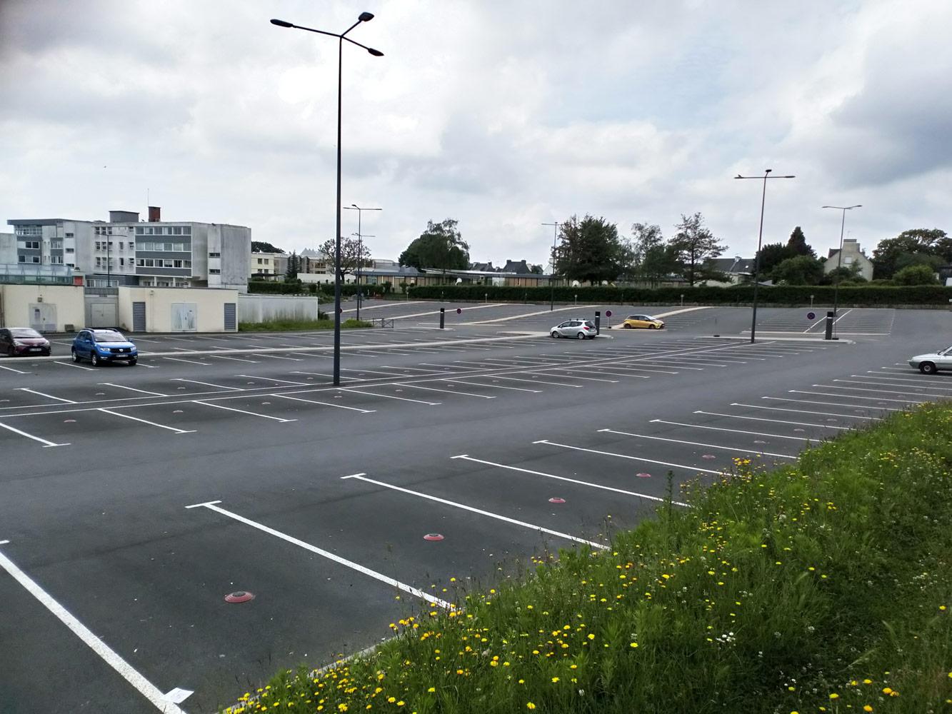 Les parkings : de la place prise bêtement.