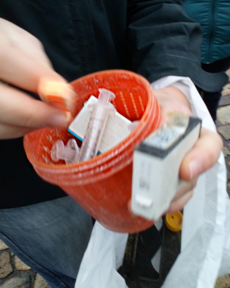 Objet échoué, une seringue en plastique, venant d'un conteneur.